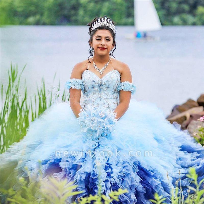 Exquisito vestido de fiesta sin mangas con hombros descubiertos y adornos de baile | Listones Flores Dulce 16 Vestidos Largos