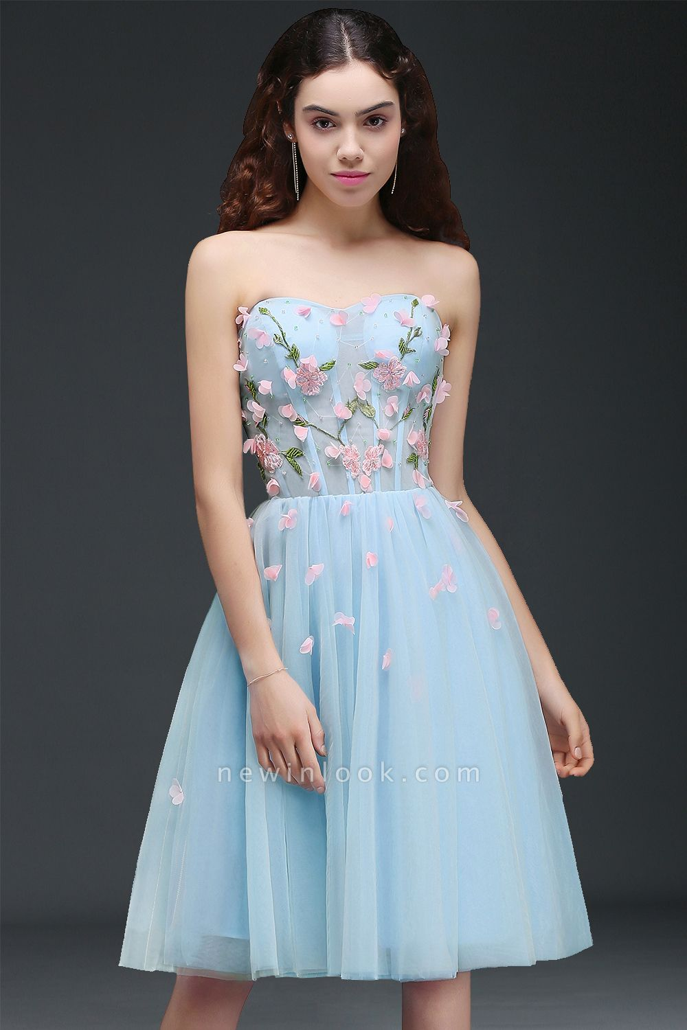 CLEMENTINE | Princess Sweetheart Knee-length Sky Blue Quince Dama Dress with Lace-up Back