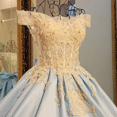Glamorous Appliqued Off-the-shoulder Ball Gown Quinceanera Dresses_3