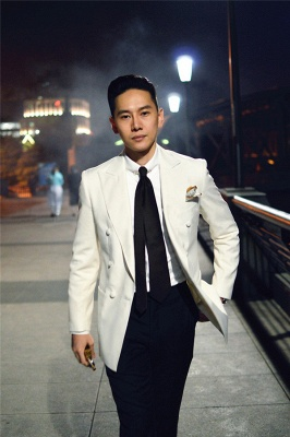 Elegant White Wool Double-Breasted Tailor Quinceanera Tuxedos | New Arrival 3 Pockets Peak Lapel Fit Chambelanes Suit_3
