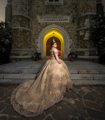 Glamorous Off-the-shoulder Appliques Court Train Quinceanera Dresses_3